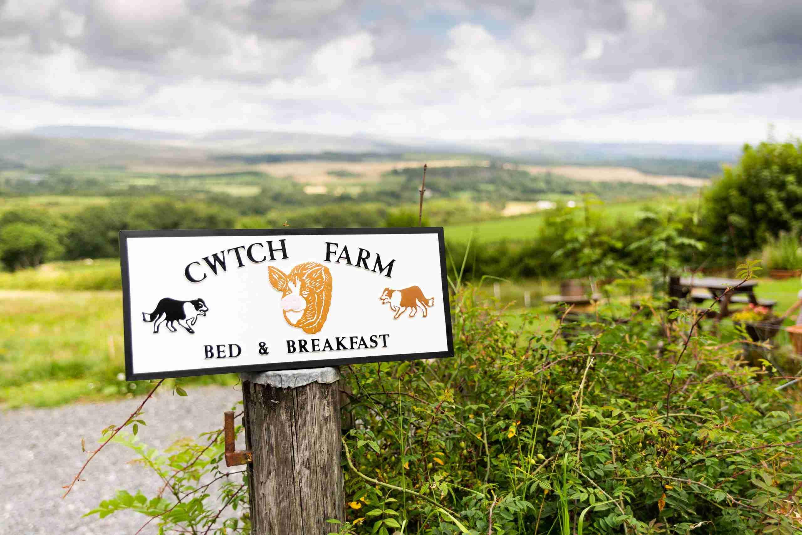 Cwtch Farm Sign opposite Brecon Beacons